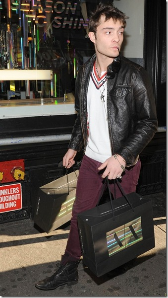 ed-westwick-shopping-armani-exchange-03